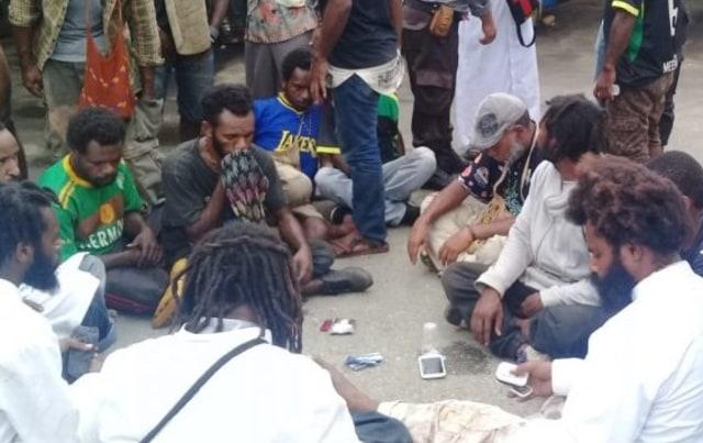 Polisi Bebaskan 44 Massa Aksi Papua Merdeka  (127166)