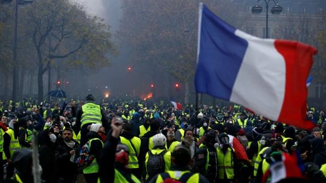 Aksi protes rompi kuning di kota Paris, Prancis, rusuh