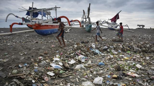 Konten spesial, sampah plastik