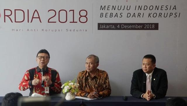 (Kiri-kanan) Mendagri Tjahjo Kumolo, Ketua KPK Agus Rahardjo dan Ketua DPR Bambang Soesatyo, Hakordia 2018.
