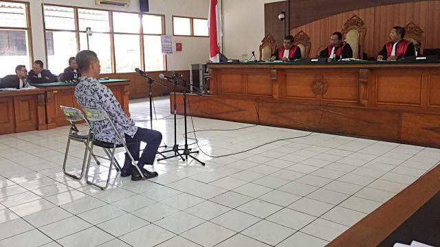 Wahid Husen Jalani Sidang Perdana, Didakwa Menerima Duit dan Mobil dari Napi