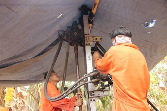 Mencari Solusi Air di Musim Kemarau Berkepanjangan Desa Dangiang (40085)