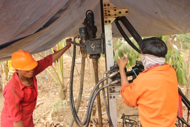 Mencari Solusi Air di Musim Kemarau Berkepanjangan Desa Dangiang (40087)