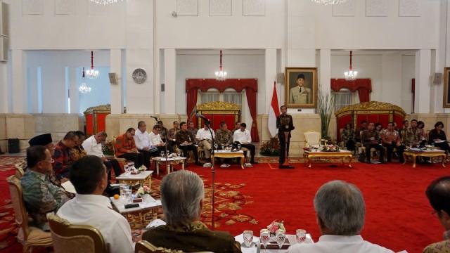 Jokowi di Sidang Kabinet RPJMN di Istana Negara