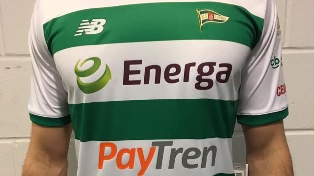 Logo Paytren terpampang di jersi Lechia Gdansk