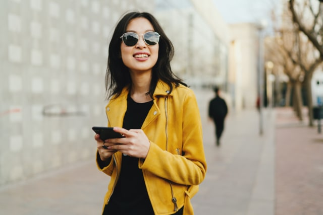 com-Ilustrasi Ketinggalan Dompet vs Smartphone