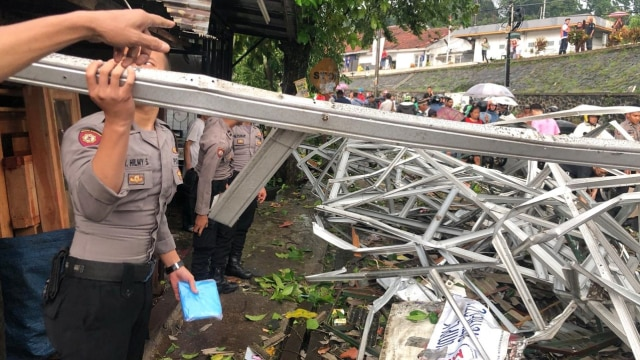 Anggota Polisi, Puting beliung, Bogor