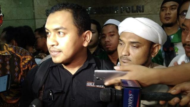 FPI Tanggapi Mahfud: Acara Jokowi di Banyuwangi, Gibran di Solo, Tak Jaga Jarak (49797)