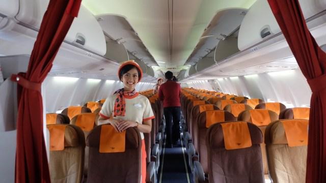 Suasana Bagian Dalam Pesawat 'Indonesian Airways'