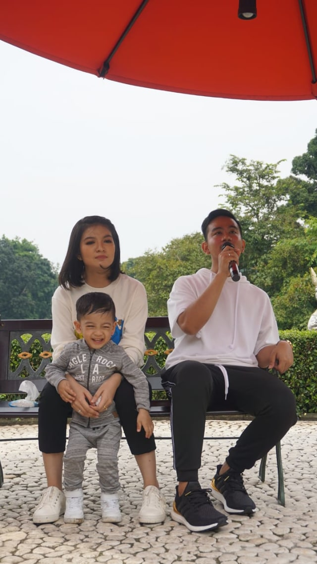 Jokowi dan Keluarga Santai di Green Garden, Kebun Raya Bogor, (NOT COVER)