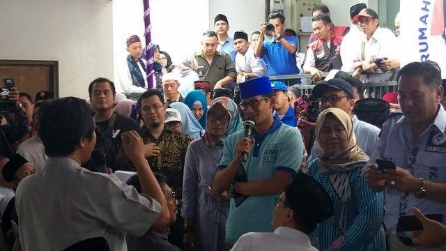 Sandiaga Uno sapa warga di petukangan, Jakarta Selatan