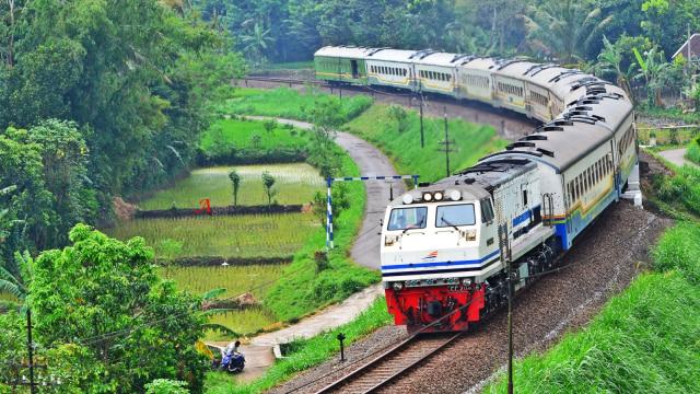 Evakuasi Kereta Anjlok di Padalarang Selesai, Jalur KA Mulai Normal (227403)