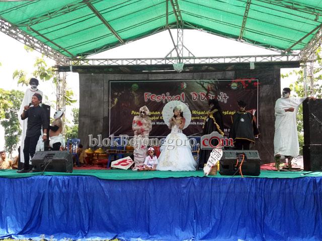 Beragam 'Hantu' Meriahkan Pembukaan Festival D Demit di Bendo (88369)