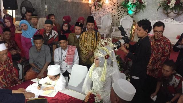 Pernikahan Daus Mini