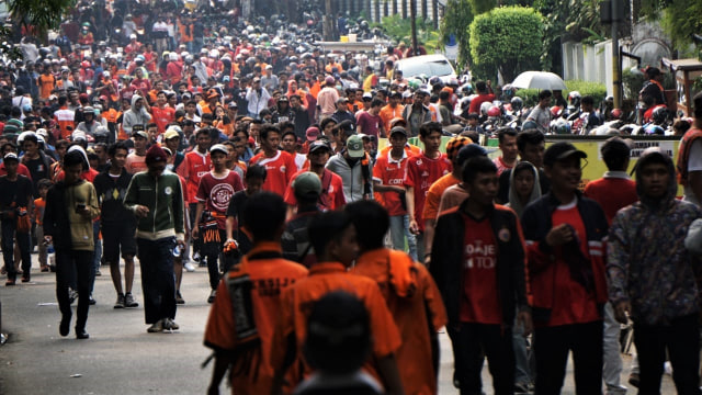 Suporter Persija, Kawasan GBK sebelum laga Persija Jakarta vs Mitra Kukar