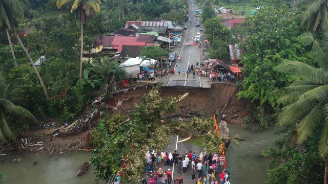 Jembatan roboh, cuaca buruk, Sumatera Barat