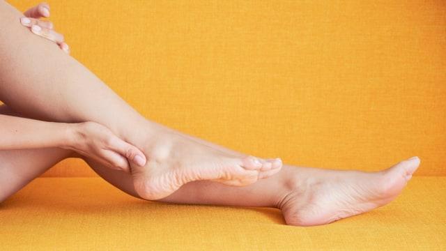 Ilustrasi kaki wanita