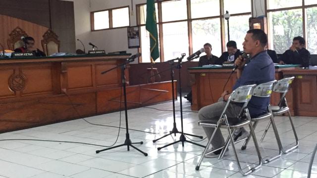Andri Rahmat, mantan Kalapas Sukamiskin, Wahid Husen, di Pengadilan Negeri Tipikor, Bandung