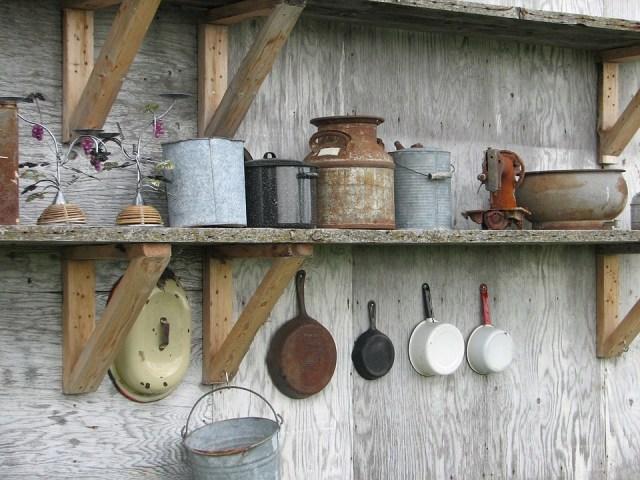 Ilustrasi peralatan masak karatan