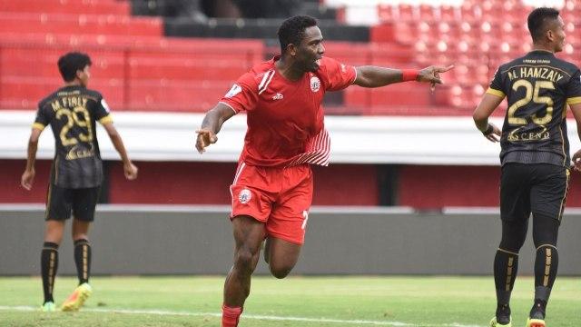 Penyerang Persija, Osas Saha, di laga menghadapi Bogor FC