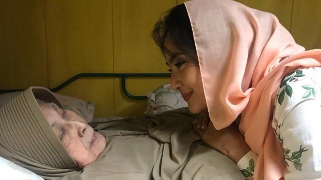 Maudy Koesnaedi dan Aminah Cendrakasih alias Mak Nyak