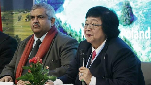 UN Assistent Secretary-General Satya S. Tripathi (kiri) dan Menteri Lingkungan Hidup dan Kehutanan Siti Nurbaya (kanan)