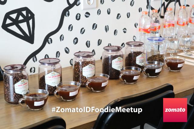 Mengenal kopi Indonesia melalui kegiatan Coffe cupping di Chill Bill #ZomatoIDFoodieMeetup (59770)