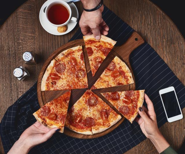 Gemas! Pizza Hut AS Luncurkan Selimut Bermotif Pizza Seharga Rp 2 Juta (183364)