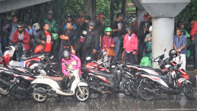 Hujan, Jakarta, Jalan Gatot Subroto