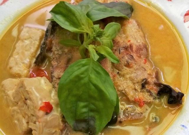 Mangut Iwak Pe Hidangan Kuah Beraroma Ikan Asap Kaya Rempah