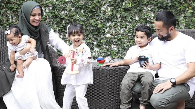 Shireen Sungkar dan keluarga
