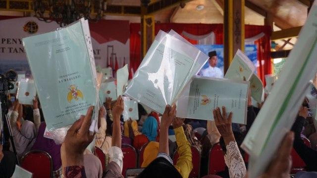 Orang-orang Jokowi: Kisah Aktivis Masuk Istana (1099092)