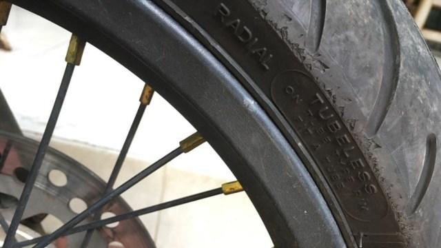 Pakai Ban Tubeless di Velg Jari-jari Sepeda Motor, Amankah? (209789)
