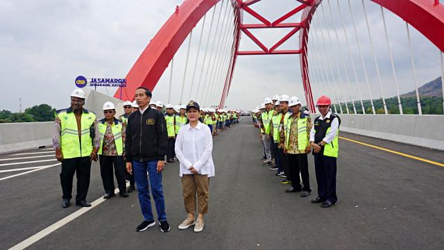 Jokowi dan Iriana di Jembatan Kalikuto, Kendal, Jawa Tengah