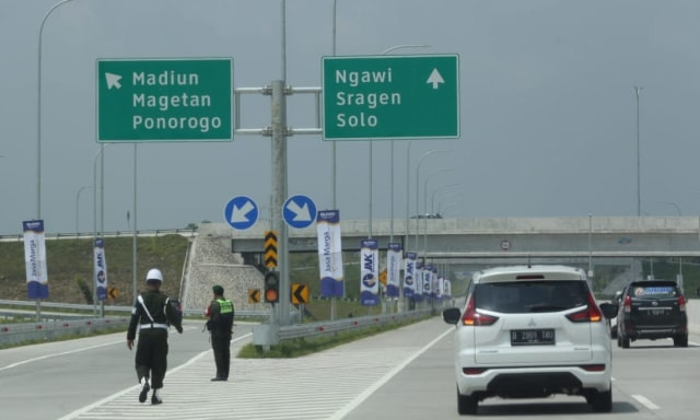 Berita Populer: Tarif Tol Jakarta ke Surabaya, Vespa Nyentrik Milik Awkarin (70080)