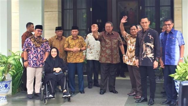 Prabowo, SBY, Djoko Santoso, Fuad Bawazier, Rachmawati Soekarno Putri, Dahnil Simanjuntak, SBY, AHY dan Hinca Panjaitan, Kediaman SBY.