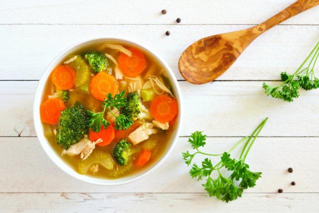 Ilustrasi sup ayam jamur