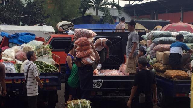 Penggunaan kantong plastik, pasar induk Kramat Jati, Jakarta Timur