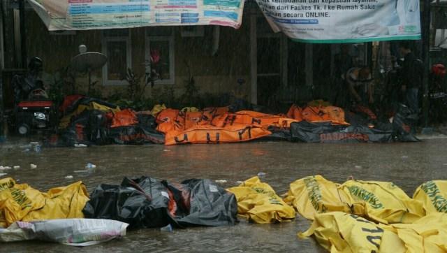 Kantung mayat di Puskesmas Carita, Jalan Carita Raya Km 6, Pandeglang, Banten, tsunami, Banten, Anyer