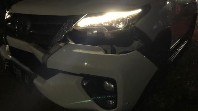 Toyota Fortuner milikku yang rusak di bagian depannya