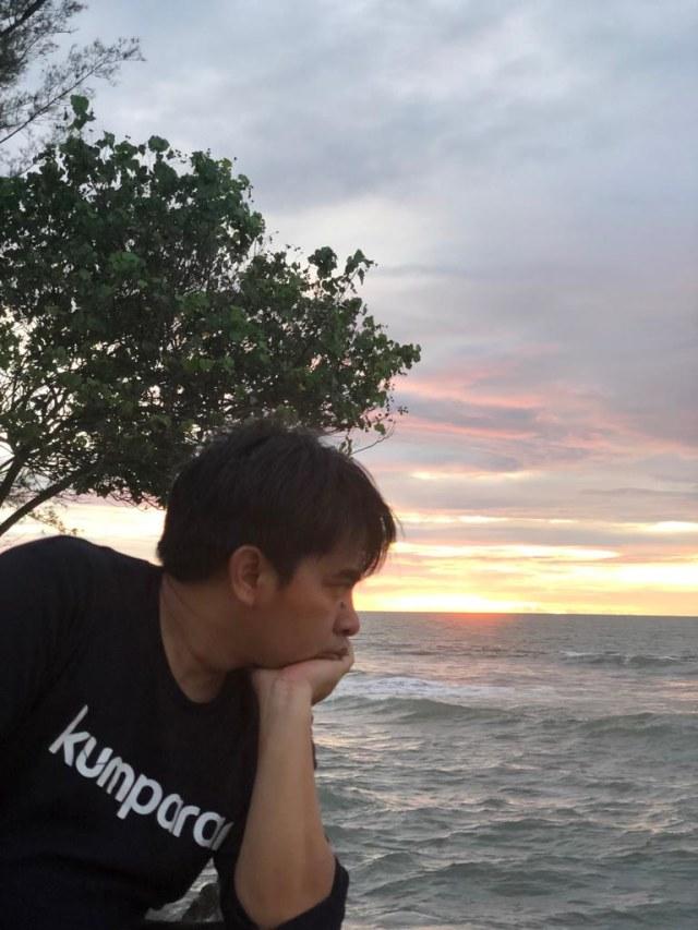 Aku saat melihat Gunung Anak Krakatau saat sunset (NOT COVER)