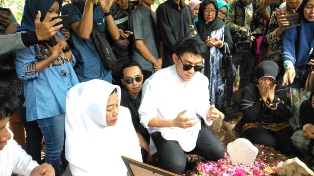 Proses pemakaman istri Ifan Seventeen