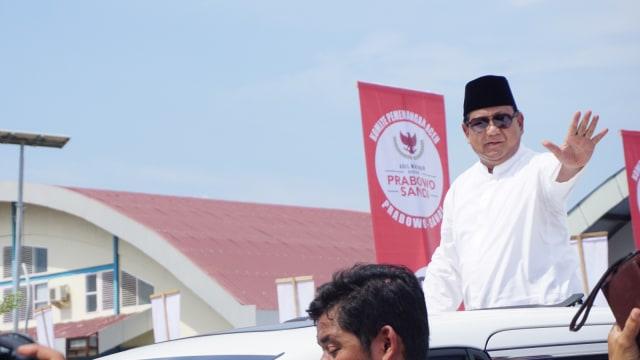 Capres nomor urut 02 Prabowo Subianto berkunjung ke Aceh dalam rangka menghadiri peringatan 14 tahun tsunami Aceh di Tempat Pelelangan Ikan (TPI) Lampulo