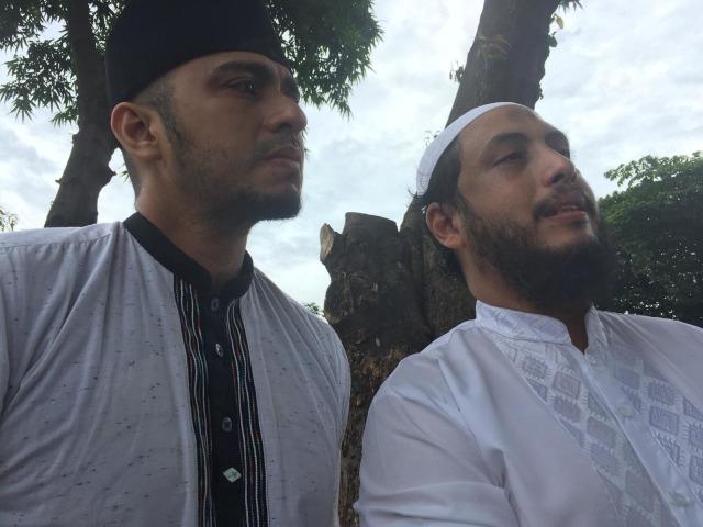 Aktor Ali Zainal (kiri) dan Rezza Joeffry (kanan), keponakan Ali Shahab