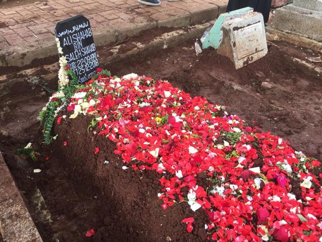 Suasana pemakaman sutradara Ali Shahab