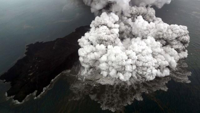 Zona Bahaya Gunung Anak Krakatau Diperluas Hingga 5 Kilometer (69190)