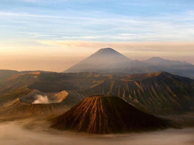 5 Peristiwa Tsunami terhebat akibat Erupsi Gunung Berapi di Indonesia (52491)
