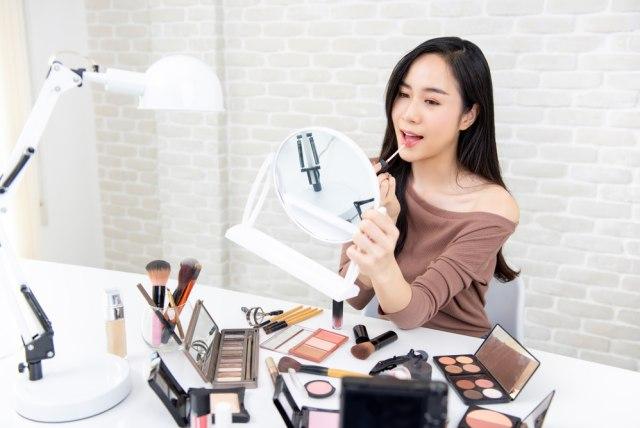 Ladies, Kamu Suka pakai Makeup Tebal? Ini Kata para Pria (16908)