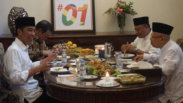 Jokowi Makan Siang Bersama Ma'ruf Amin