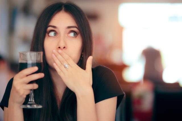 Mengapa Saat Cegukan Kita Disarankan Minum Air Putih? (34300)